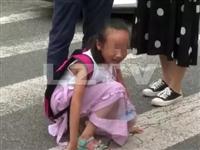"""泸州8岁女孩被车压伤路人筑起""""最暖人墙""""挡住车流"""