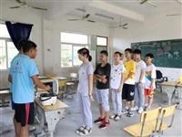 """安庆师大学生变身""""小厨师""""为乡村留守儿童做""""爱心早餐"""""""