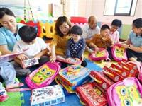 安庆:志愿者走进沐阳之家慰问儿童