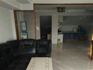 万红二村六楼阁楼出租80平两室一厅一卫交通便利直接拎包入住。