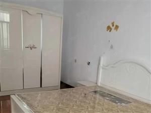富贵华城后大门旁边二楼三室中等装修出租