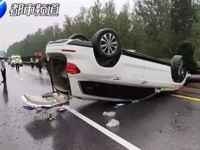 """诡异!高速上两车相撞,一车神秘""""消失""""!查看监控后..……"""