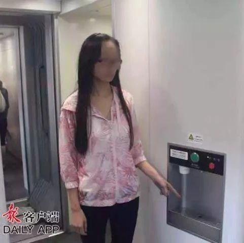 动车上一女子将开水灌进乘客衣领,造成二级烫伤,竟是因为…