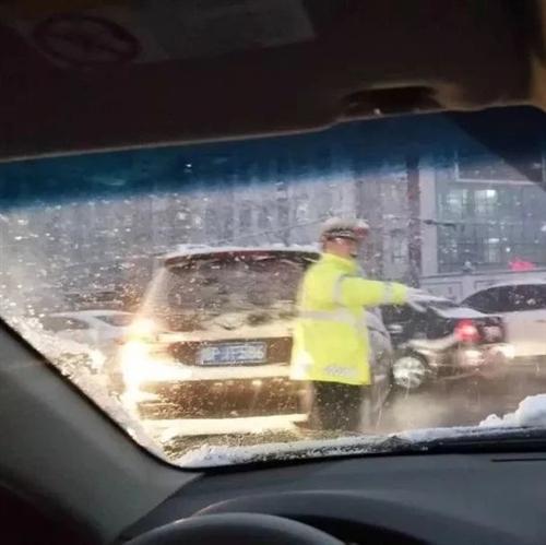 平安守护|以雪为令!周口交警风雪中坚守岗位保畅通!