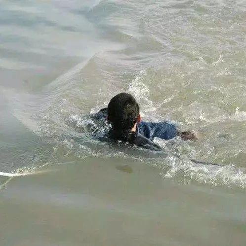 宜宾一学生请假外出下河溺亡,5天后尸体被发现,家长起诉学校……