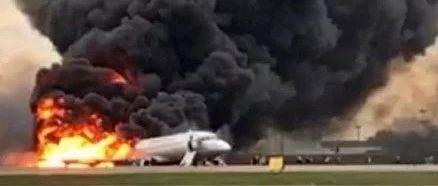 俄罗斯一客机起火迫降致41人遇难舱内画面曝光