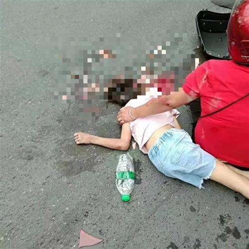 监控曝光!梅州205国道一小孩遭碾压身亡,只因拖头车这个举动!