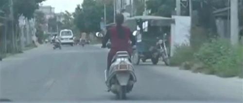 上电视!口罩男抢夺揭西一女子手提包,监控视频曝光!