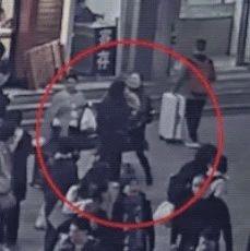【关注】亲妈就在身边,女子火车站一把抱走2岁女童!