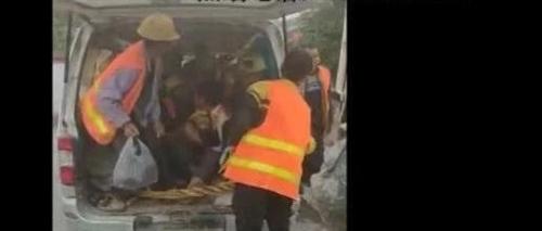 铜仁:面包车荷载6人实载25人上路被查
