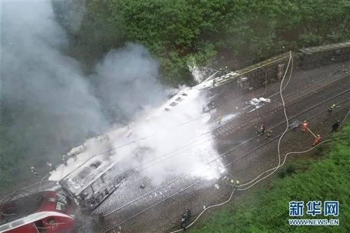 一列客运火车在湖南境内侧翻,致1人遇难、127人受伤
