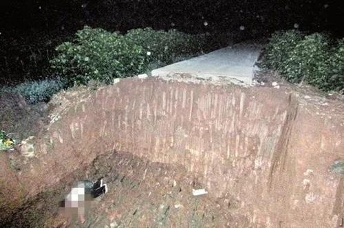 工人掉进深坑,老板不施救,竟铲两车土把人埋了!