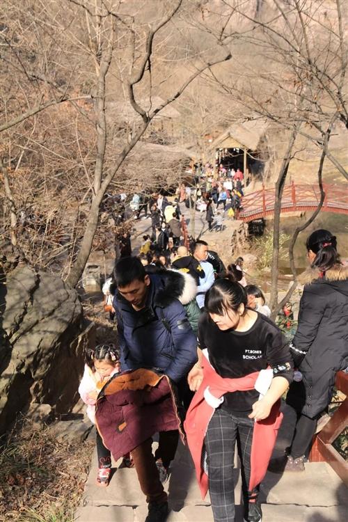 大年初二龙潭大峡谷景区人气依然火爆!
