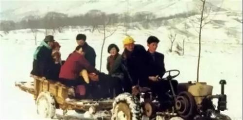30年前新安人走�H戚的老照片,�M�M回��,你��得多少?