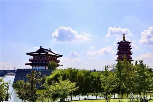 洛�夏日高�仉y耐,�{色白云下,洛河�e壑朱�颜�延^