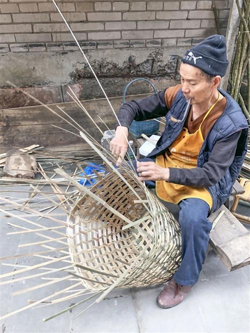 【守艺人】这位七旬大爷在合江巷子里的光阴故事...