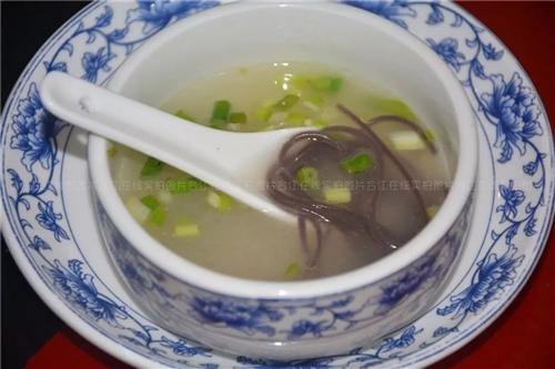 野山椒配豆腐乳,让乌鱼酸的入味,辣的过瘾!
