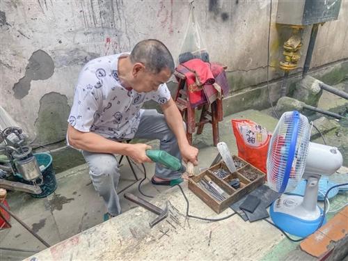 【合江人】见过补鞋、修伞的...你见过修补凉席的吗?