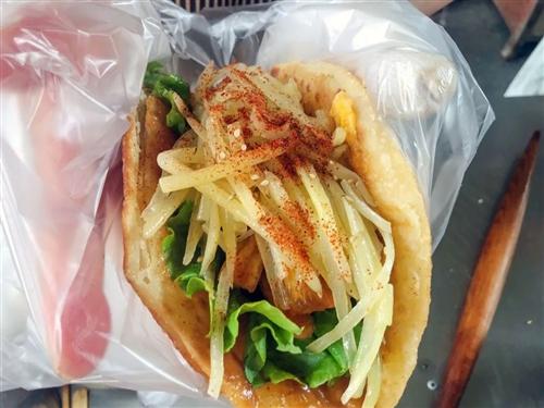 【街边美食】-合江这个鸡蛋煎饼简直有点儿意思!