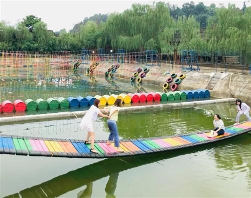 合江在线这几个姑娘去这个地方玩了回来,第二天集体罢工!