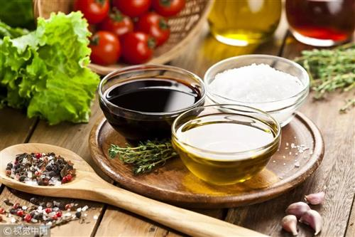 骨头汤不补钙,吃酵素不减肥!100条饮食谣言别上当
