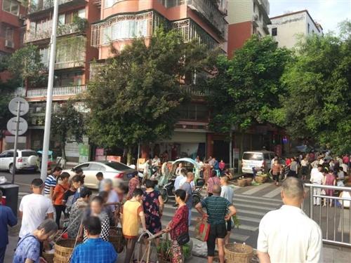 合江滨江路渡口,早上6点的人们……