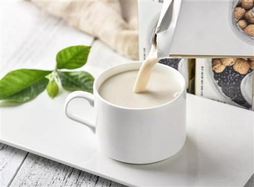 �槭裁串a奶的�游锬敲炊啵�我���s只喝牛的奶?答案出乎意料