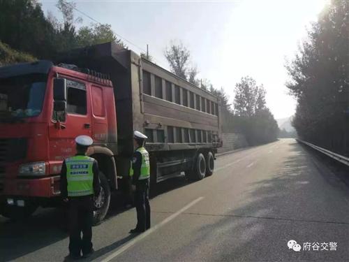 新民交警查获一起货运车私自改装交通违法行为,罚款500元!