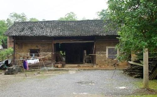 �R泉最�F的房子,不是在城南,竟在�@里......