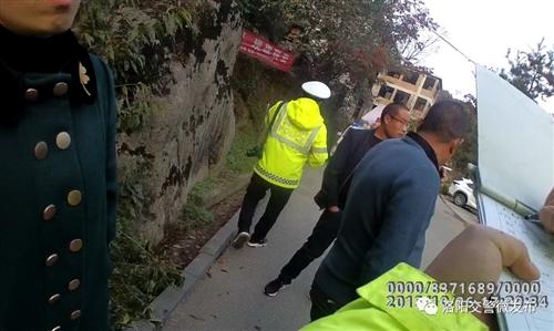 老君山内一女司机错把油门当刹车,造成多人受伤一人死亡