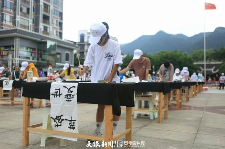 榕江:书法墨香颂党恩