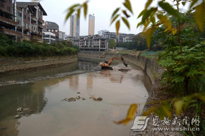 """来凤:河道清淤提升城市""""颜值"""""""