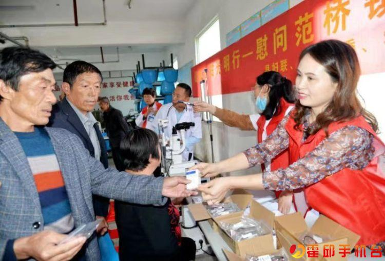 霍邱妇联和医护志愿者到范桥镇卫生院和敬老院进行眼健康体检!