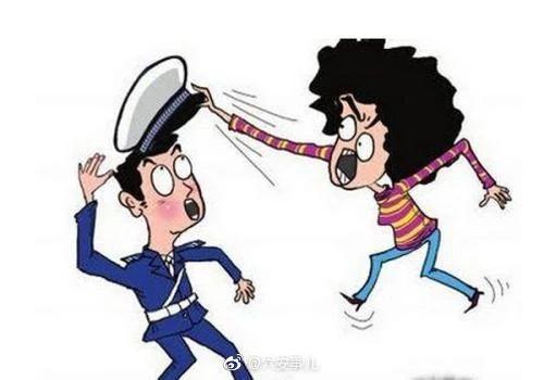 """一女子交通违规,不满处罚找交警""""单挑""""!"""