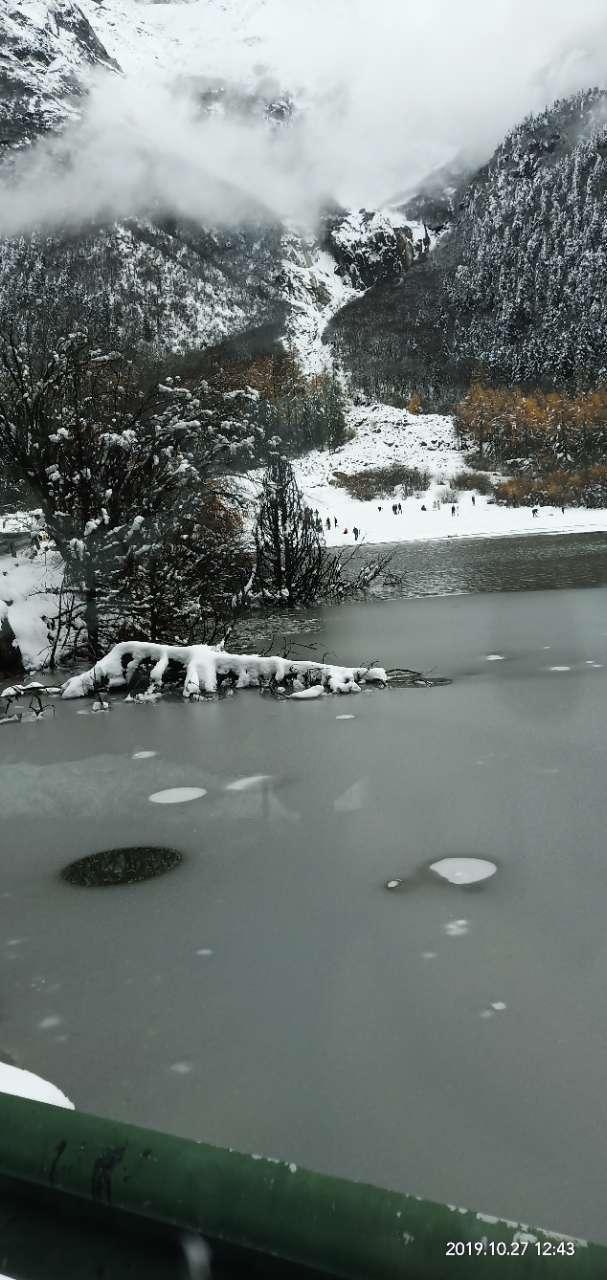 毕棚沟下雪了,周末去耍哈还是安逸!