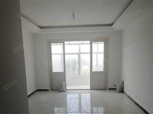 25万的房子来了银山小区,大三室新装修四小