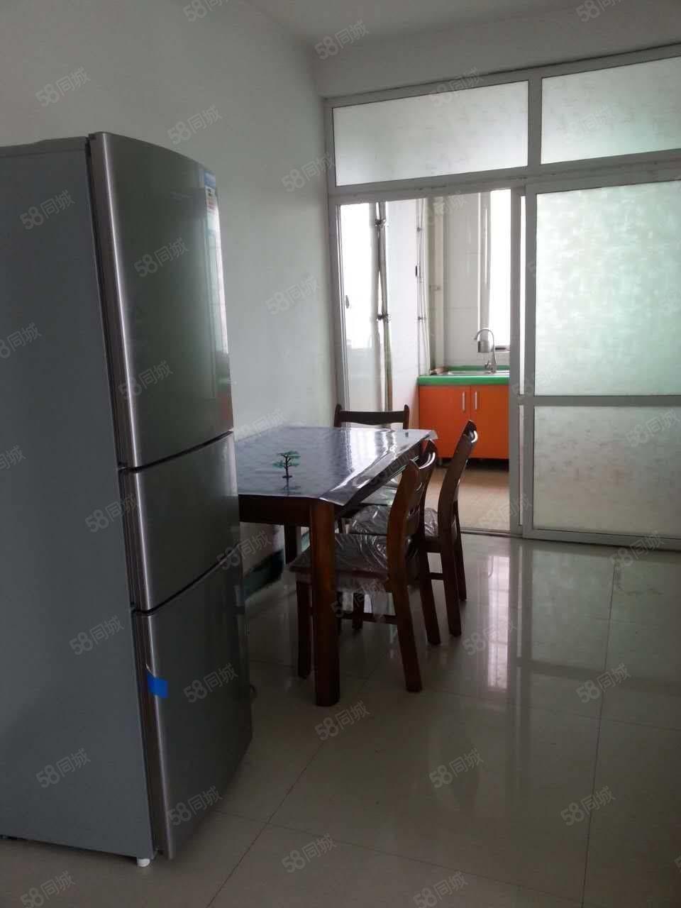三室一厅楼房出租,家具家电齐全,拎包入住。