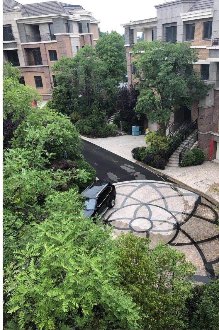 蔚蓝卡地��高端别墅联排端头带150平大花园毛坯现房
