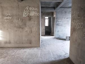 城南中厚新苑电梯房带大露台,毛坯3房2卫,户型方正采光好,看