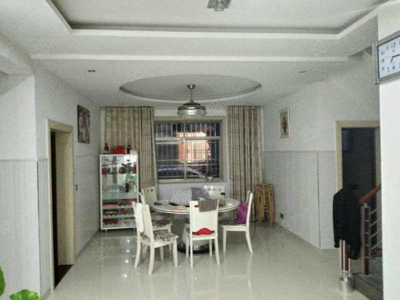 该房是精装私宅别墅楼独特的设计室内温馨的布置回家的感觉真好