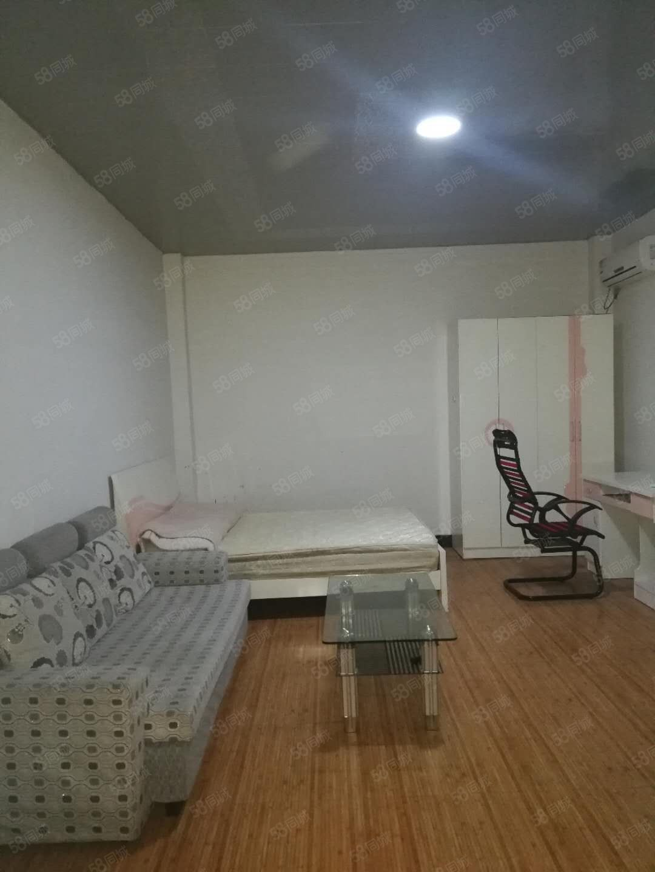 900元便宜出租,锦江广场商贸城附近单身公寓一室一厨一卫家电