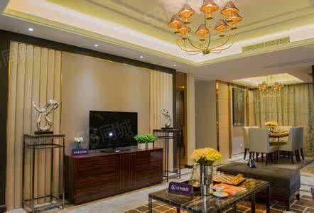 出售繁华小区小平米低层小户型毛坯房两室一厅位置好户型好