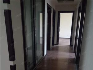 水城国际15楼163平带地下室豪华装修215万
