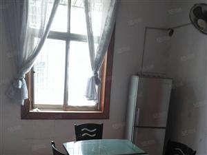 东塔市场旁有三室两厅出售,33.8万,可银行按揭
