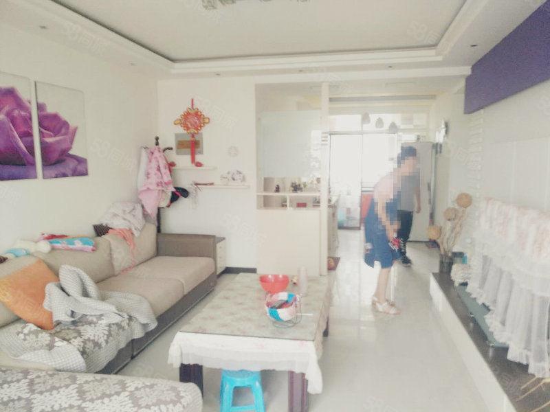 育新商业街精装三房家具家电全送手续齐全可按揭随时过户