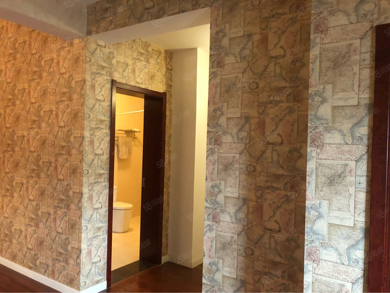 西西安小镇别墅区花园洋房5F送百平阁楼豪华装修证满两年