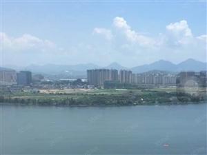 高端小区,小区的重点户型,一线看湖景,位于市中心地段体育中心