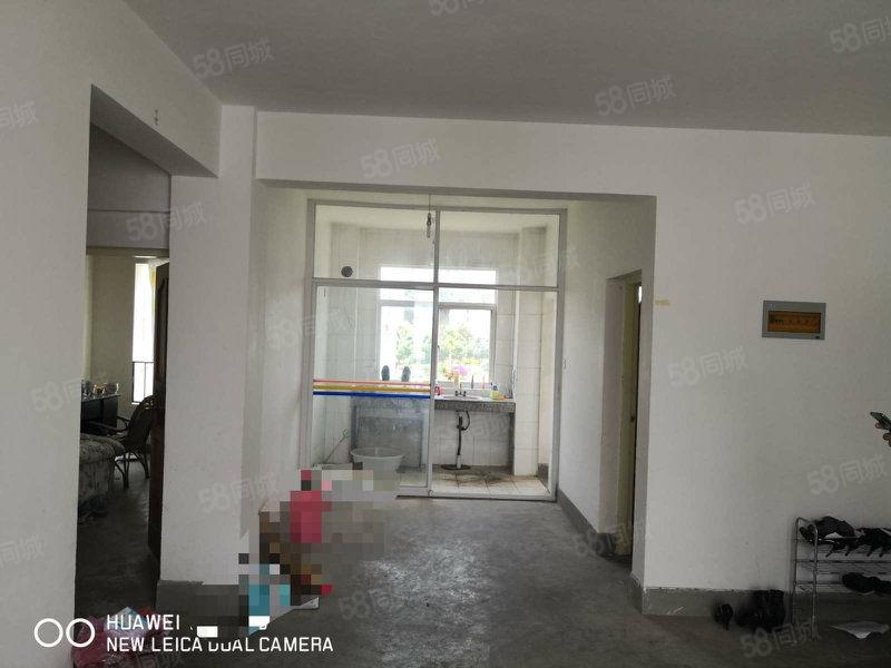出售职教中心对面3室1厅均价3900一平欢迎来电