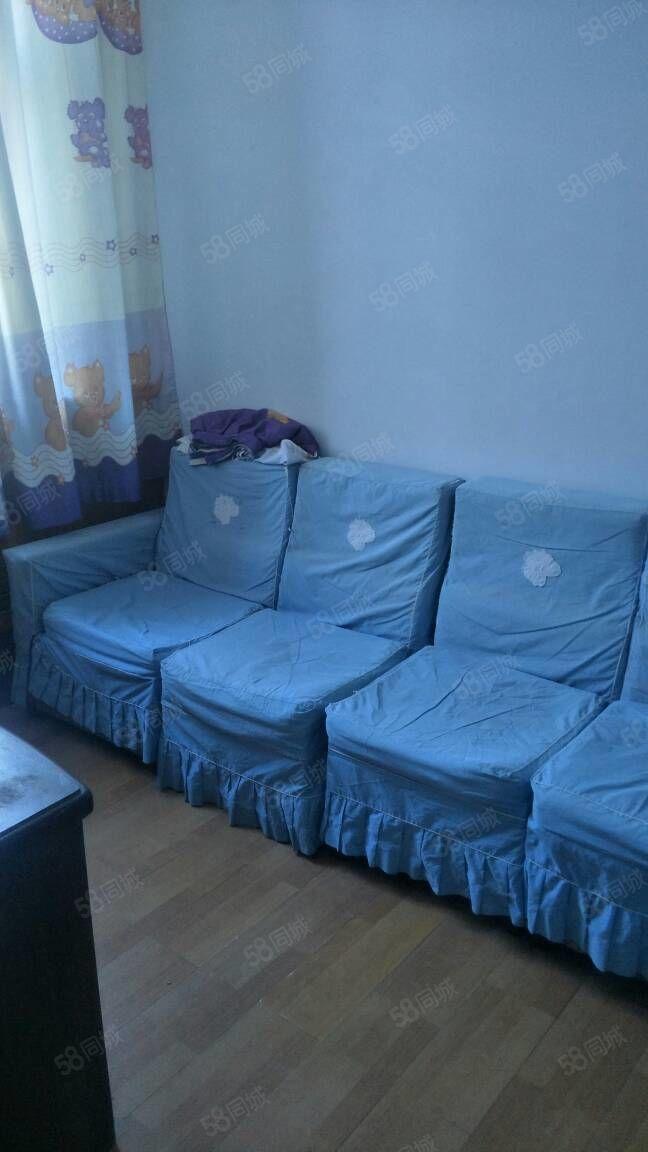 姜家小区楼房出租:家具齐全,干净整洁,小区安静,可拎包入住