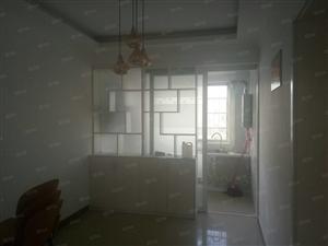 【万和小区】精装两室,中户随时看房。。。。。